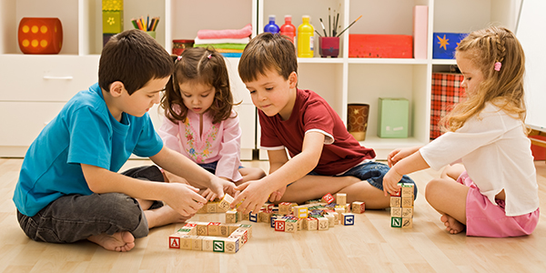 4 children playing blocks